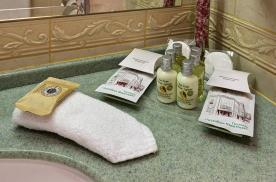 Качественная косметика в ванной комнате